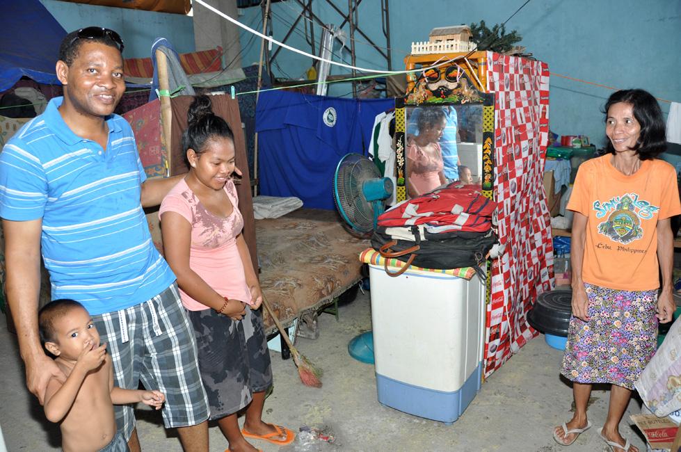 Visite d'une famille dans le quartier où habitent les spiritains à Cebu, Philippines