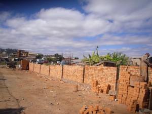construction d'un mur au Centre NRJ