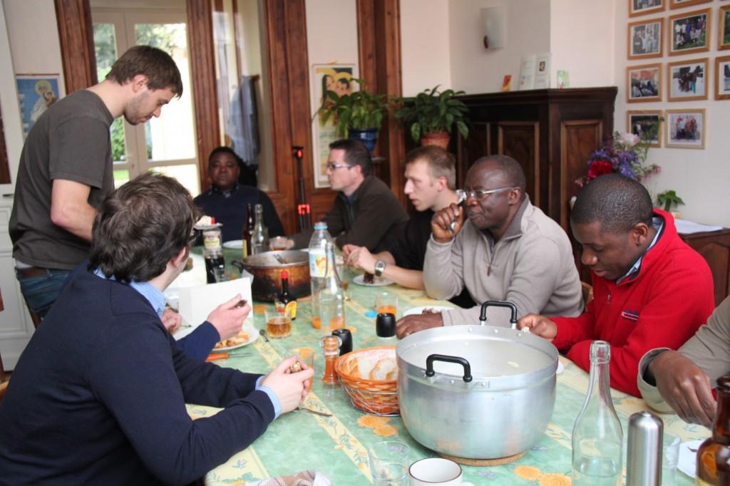 Repas partagé en communauté