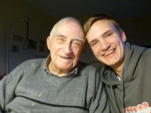 Nico et le père Roger Mille, à la retraite dans la communauté de Chevilly