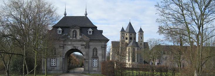 L'ancienne abbaye des prémontrés, complètement restaurée par les spiritains au XIXe, a servi de scolasticat. Elle est désormais le lieu de multiples activités tout en conservant une présence spiritaine